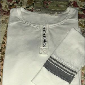 NEW Soft Surroundings Top. White w/gray trim Large